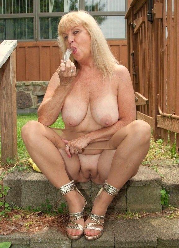 Video amateur mature mamie